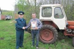 Тракторист спас от пожара деревню в Тульской области