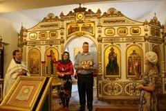 В смоленском храме повенчали членов клуба для глухих и слабослышащих «Глас»