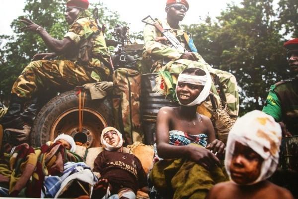 ©William Daniels/www.worldpressphoto.org Раненые дети и солдаты MISCA (Африканский союз миротворческих сил) после нападения группировки «Анти-балака».