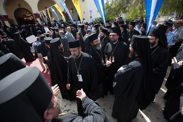 Божественная литургия в храме Благовещения в Киссамосе.hawkey.photoshelter.com