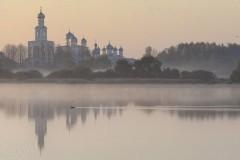 Работа фотовыставки о храмах России на Патриаршем мосту в Москве продлена