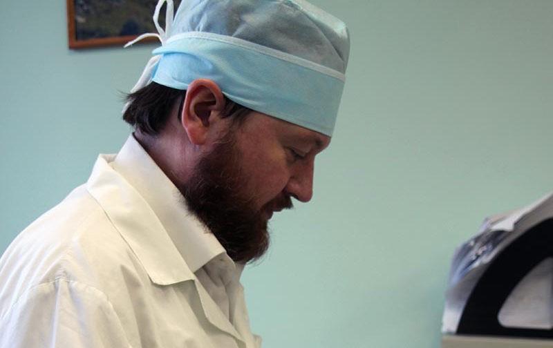 Дьякон-хирург: вера помогает не сгореть