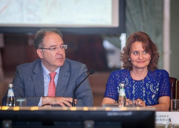 Ирина Великанова и Андрей Сорокин на круглом столе после презентации электронного архива ГКО