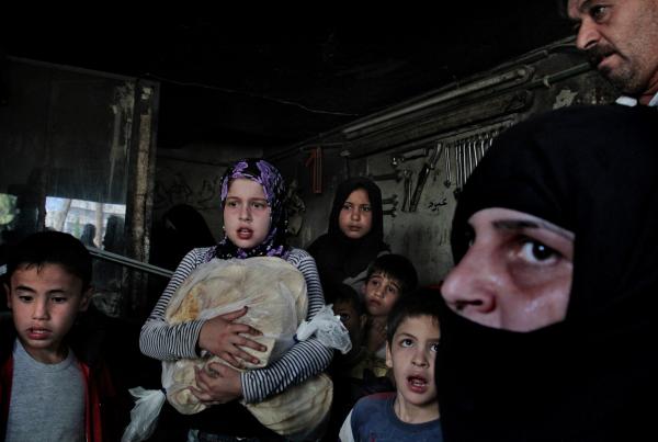 ©Javier Manzano/www.worldpressphoto.org Мирные жители укрываются от бомб в Алеппо (Сирия).
