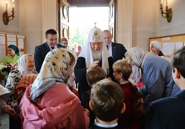 Патриарх Кирилл: Бог через земную жизнь людей, через их работу, их молитву удерживает от пришествия зла