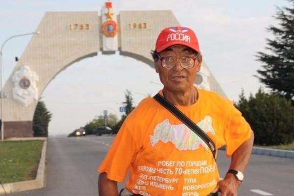 Том Хэнкс поможет инвалиду из Якутии пробежать кругосветный марафон