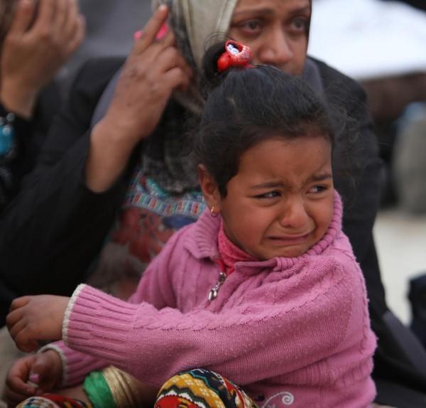 © Leanne Burden Seidel/www.bostonglobe.com  Девочка из села Альбу Аль-Дор плачет после прибытия в военный лагерь в город Самарре, Ирак.
