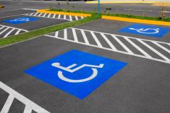 Минстрой определит долю парковочных мест для инвалидов у общественных зданий
