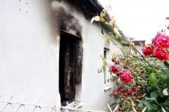 Неизвестный человек спас из горящего дома 98-летнюю женщину и ушел