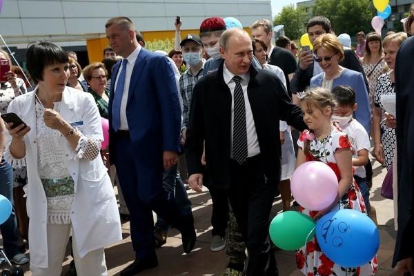 Путин подарил центру детской онкологии имени Димы Рогачева икону с Афона