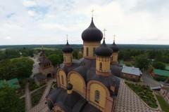 Ветряки и солнечную батарею установили в Пюхтицком монастыре в Эстонии