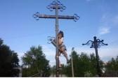 Свердловские полицейские ищут школьниц, устроивших фотосессию на православном кресте
