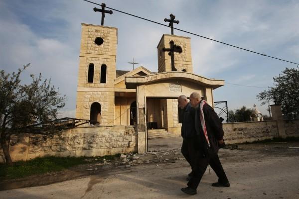 Российские военные доставили пять тонн гуманитарной помощи христианам Латакии