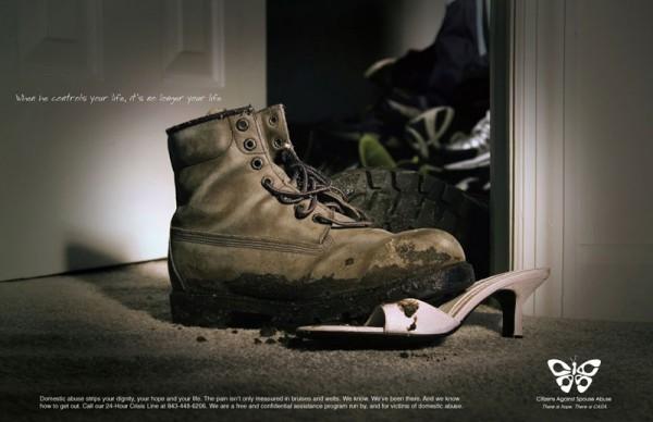 Социальная реклама Amnesty International против насилия в семье. «Когда он контролирует твою жизнь, это уже не твоя жизнь».