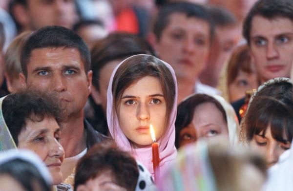 Митрополит Иларион: Менее 10% православных регулярно ходят в церковь