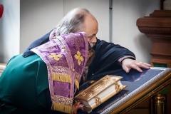 Молитва из сухого сердца Богу еще дороже
