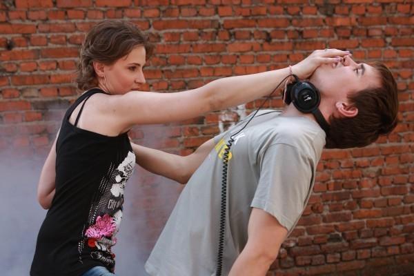 Насильник и женщина с отверткой: кто жертва?