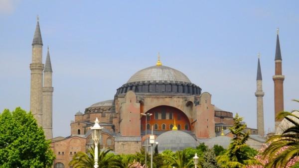 В храме Святой Софии в Стамбуле впервые с 1934 года прозвучал азан