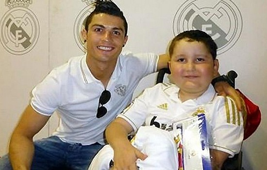 «добрые люди» Cristiano-Ronaldo---s-Charities-and-Donations