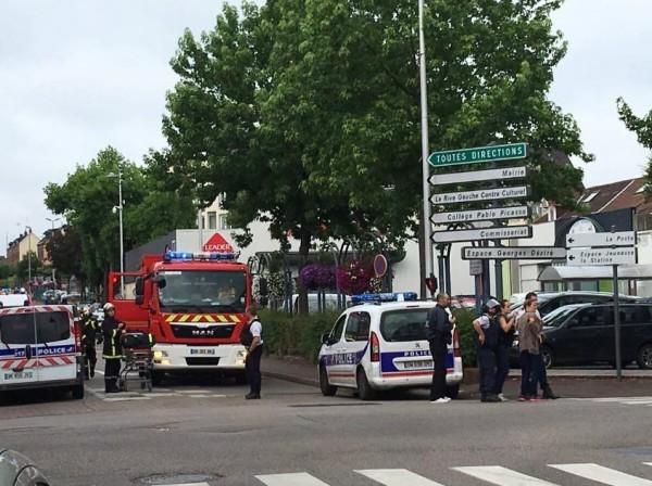 Захватившие заложников во французской церкви уничтожены