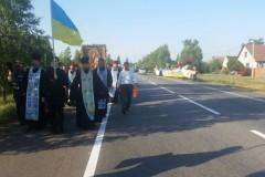 Радикалы из «Правого сектора» запугивают и оскорбляют участников Всеукраинского Крестного хода