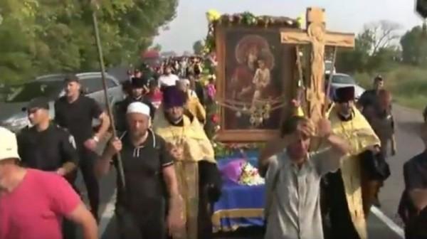 Участники Всеукраинского хода обошли Борисполь, куда их не пустили