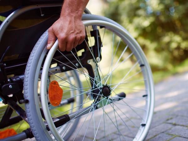 Путин поручил закупить для инвалидов 43 тысячи кресел-колясок