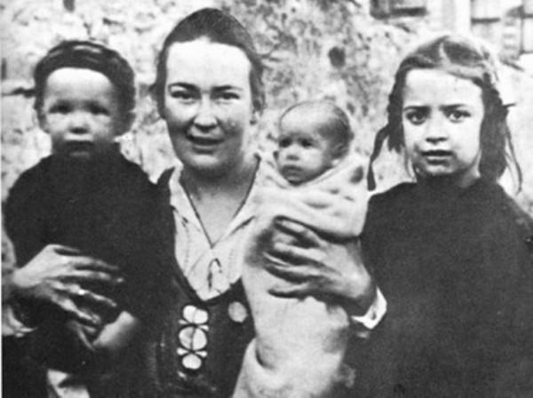 Музей Анны Ахматовой проводит выставку художественных работ матери Марии (Скобцовой)