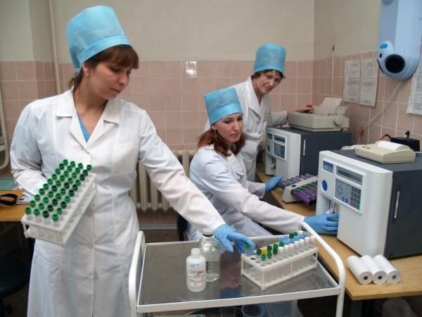 В России за год уволились почти 70 тысяч нянечек и медсестер