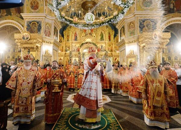 Патриарх Кирилл освятил взорванный Наполеоном Иоанно-Предтеченский храм у Новодевичьего монастыря