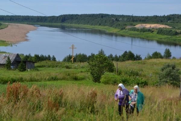 Крест в память о жертвах репрессий установили на месте бывшего концлагеря в Архангельской области