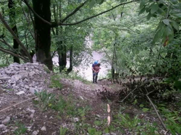 В Чечне спасли упавшего в 170-метровую пропасть мальчика