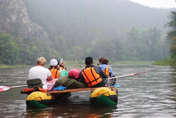 Местные жители спасли туристов, опрокинувшихся во время сплава в Иркутской области