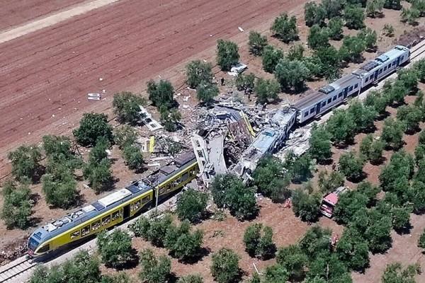 По меньшей мере 20 человек погибли при столкновении поездов в Италии