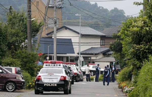 Бывший сотрудник пансионата убил 19 инвалидов в Японии