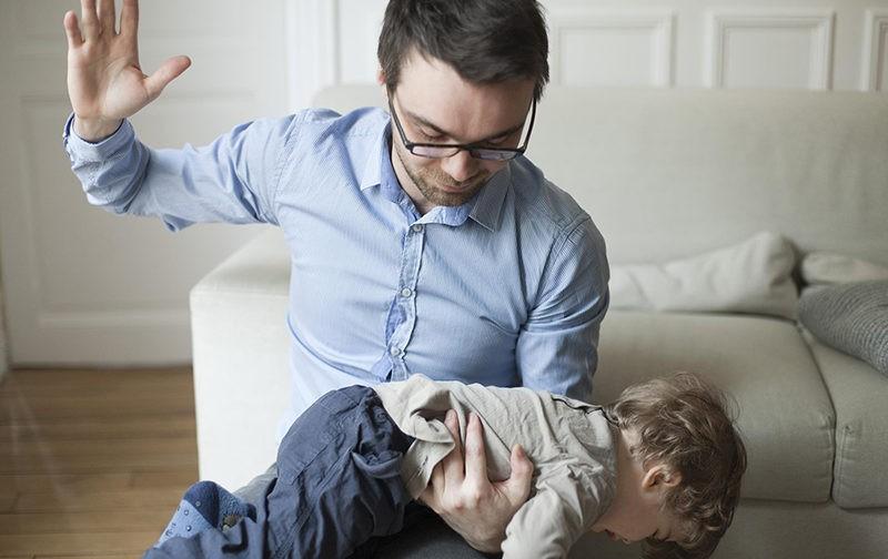 О «священном праве бить детей»
