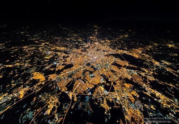 Ночная Москва из стратосферы. Снято со стратостата, который разработал и собрал Денис Ефремов. Фото: netwind.ru