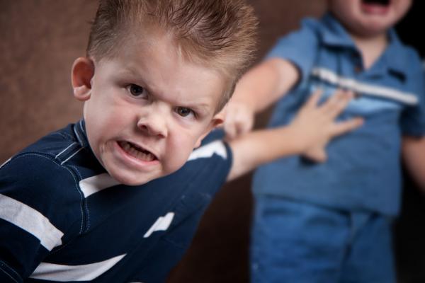Психолог: «Дети, которых били, утрачивают веру в любовь»