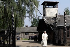 Папа Франциск посетил Освенцим