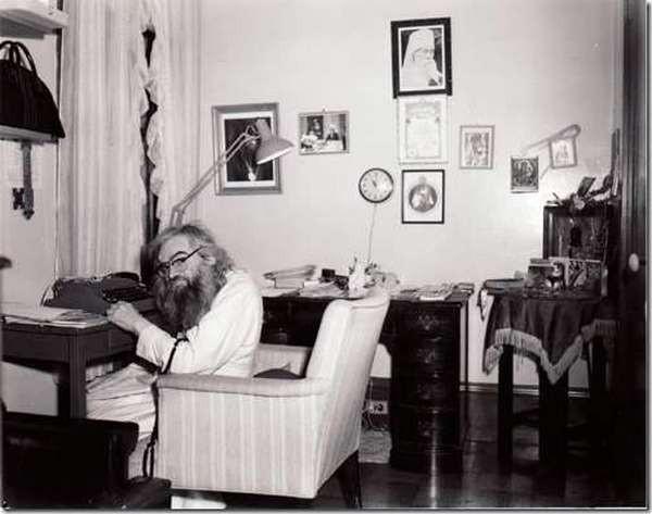 Святитель Иоанн в своей келье в Сан-Франциско