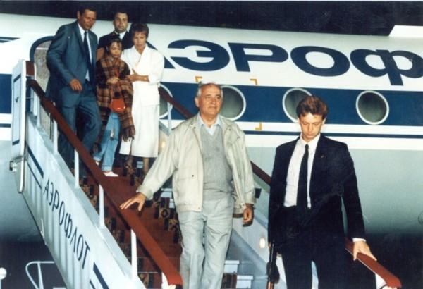 Президент СССР М. Горбачёв возвращается с семьей из Фороса. 22 августа 1991 года. Фото: gorby.ru