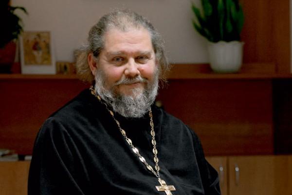 Священник Андрей Лоргус. Фото: radiologos.ru