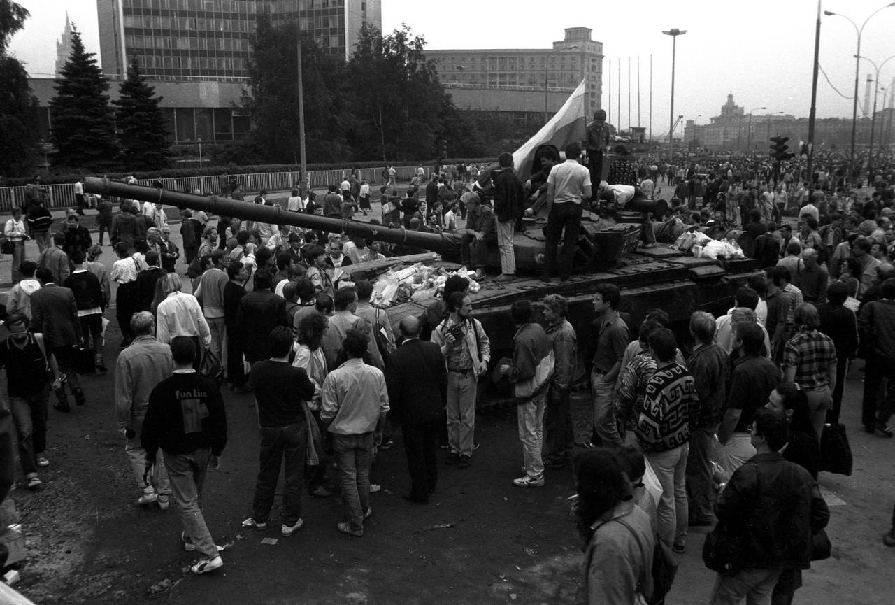 20 августа_Один из танков, перешедших на сторону защитников Белого дома