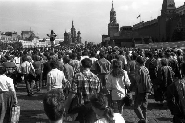 22 августа_Демонстранты проходят по Красной площади