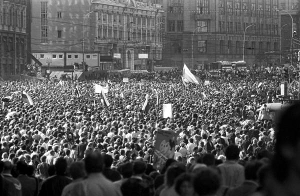 22 августа_Демонстранты проходят по Тверской улице