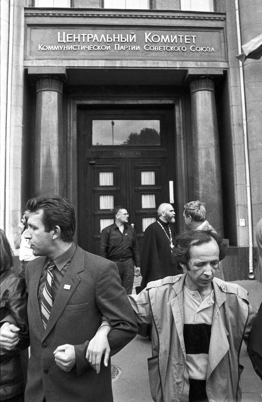 22 августа_Оцепление у здания ЦК КПСС на Старой площади