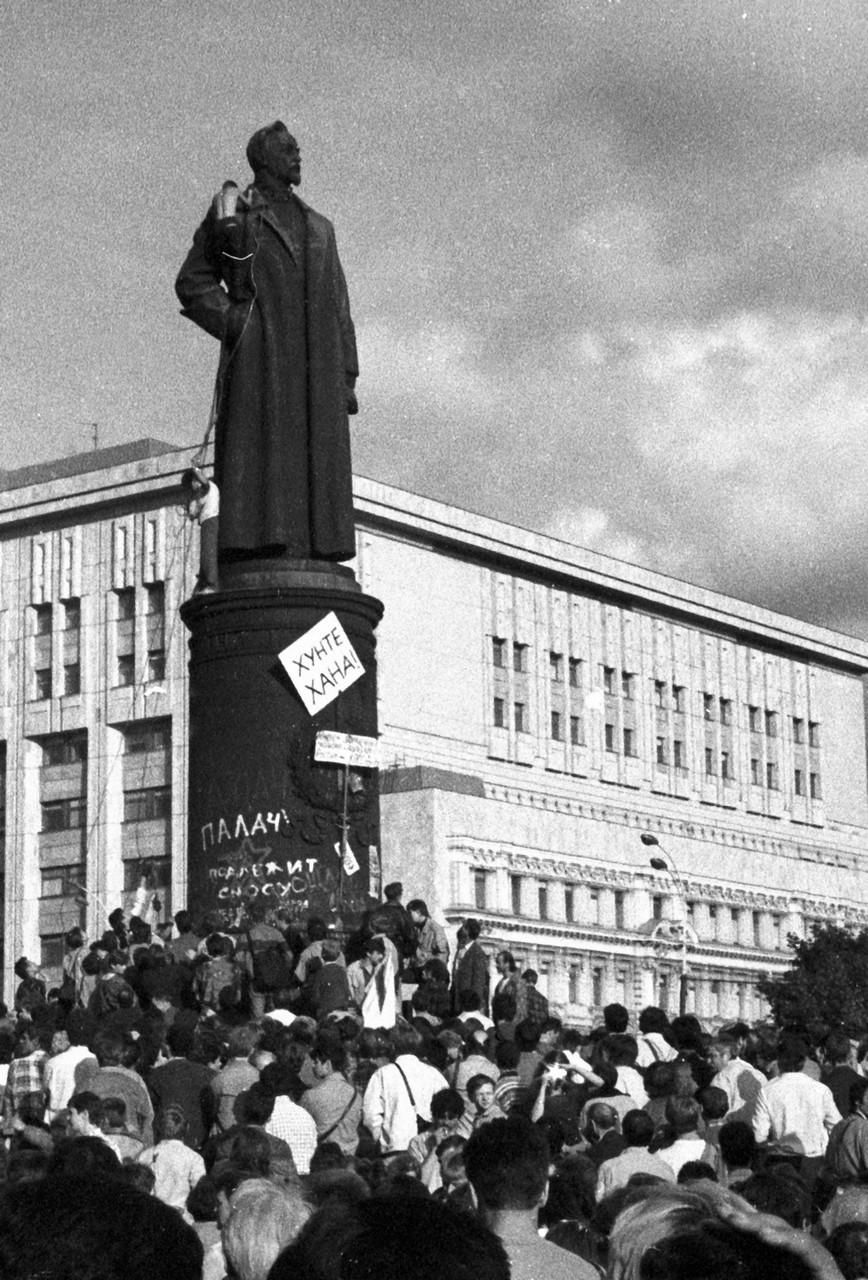 22 августа_Памятник Дзержинскому готовят к сносу