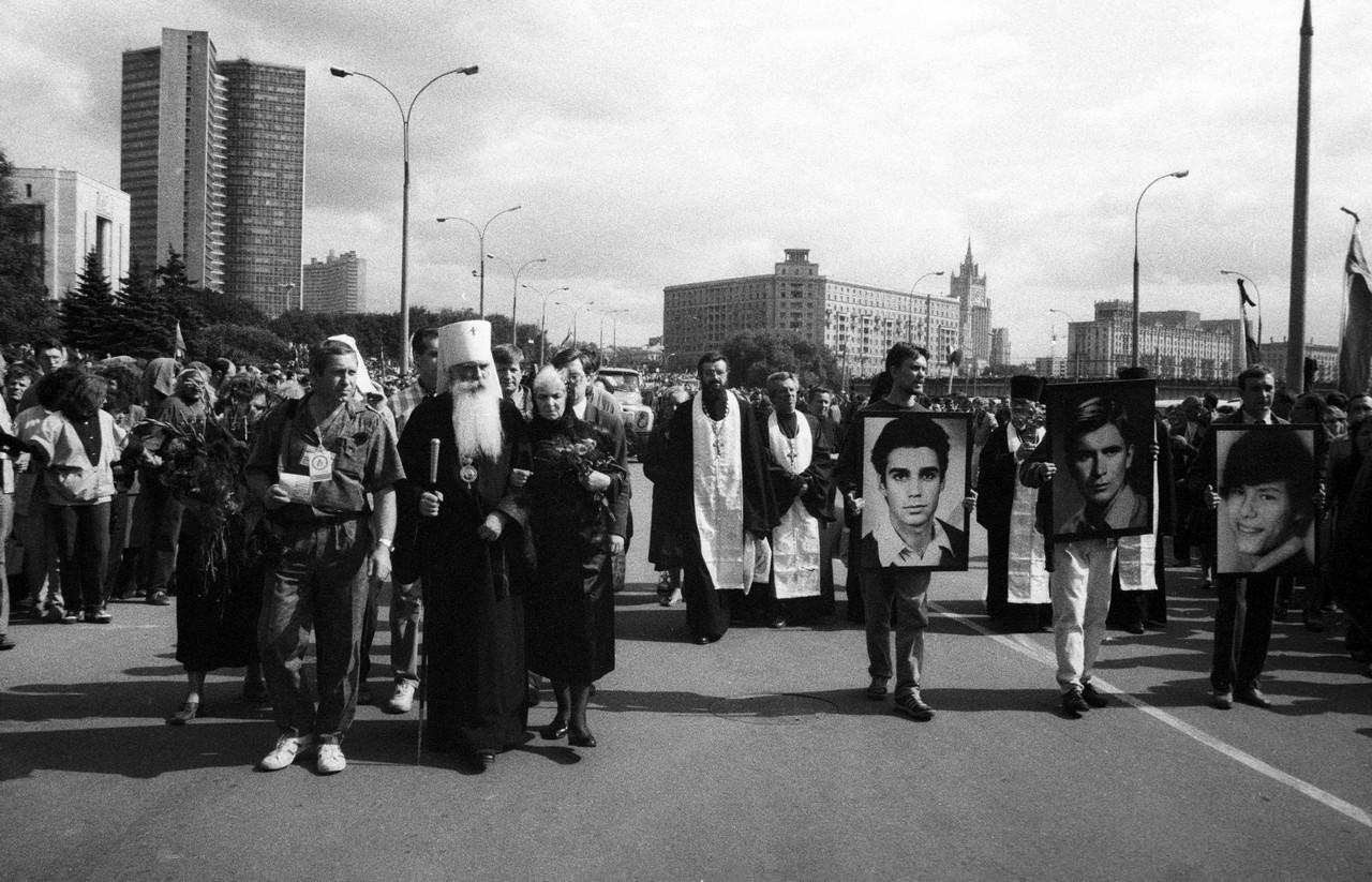 24 августа_Похороны погибших защитников Белого дома Комаря, Кричевского, Усова