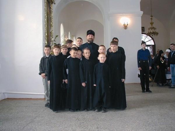 Некоторое время назад за монастырской оградой появилось трехэтажное здание – детский корпус, прибежище для мальчишек-сирот. Фото: journalpp.ru