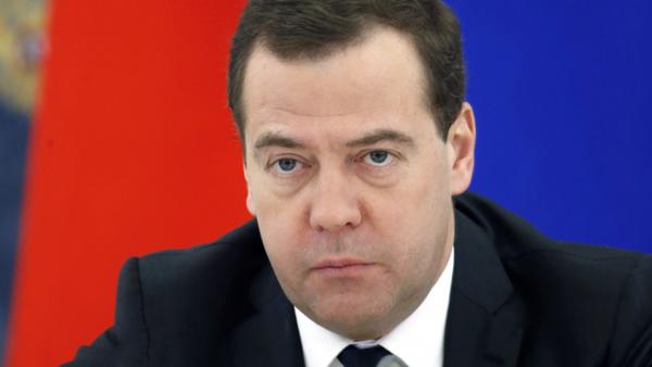 Медведев предложил Италии помощь в борьбе с последствиями землетрясения